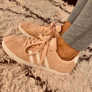 Adidas neo courtset suede sneaker (SIZE 7)